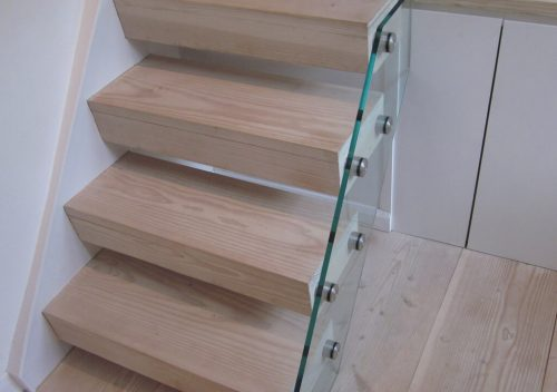 Stairs supported by glass balustrades