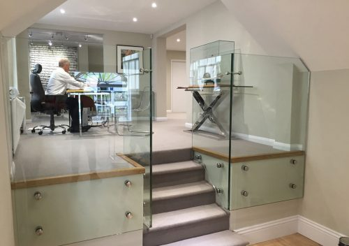 Frameless floating glass balustrade