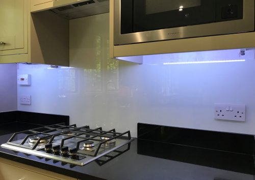 Glass splash back with lighting