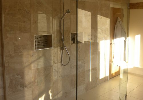 Large glass panels for a wet room