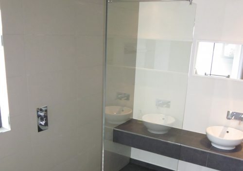 Wet room glass divider